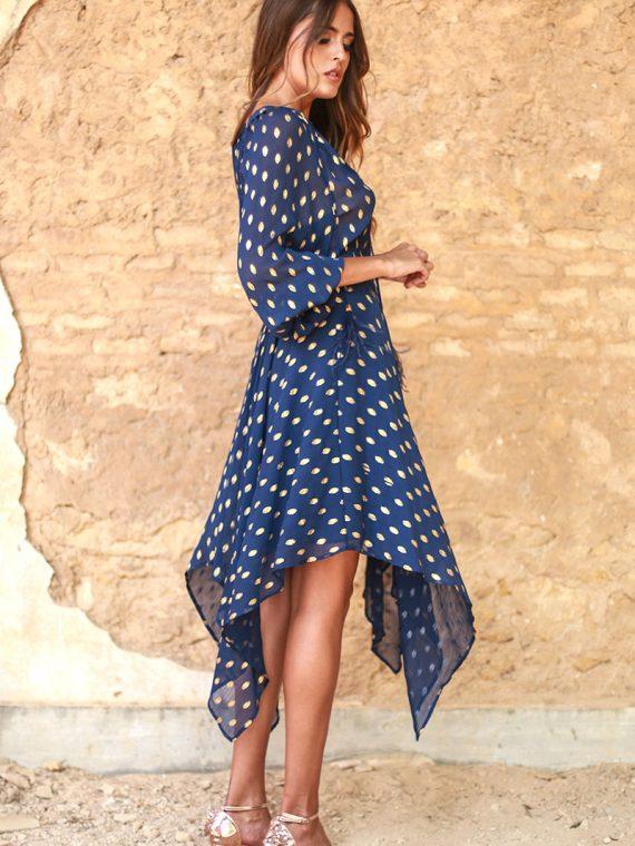 vestido azul corto con lunares dorados